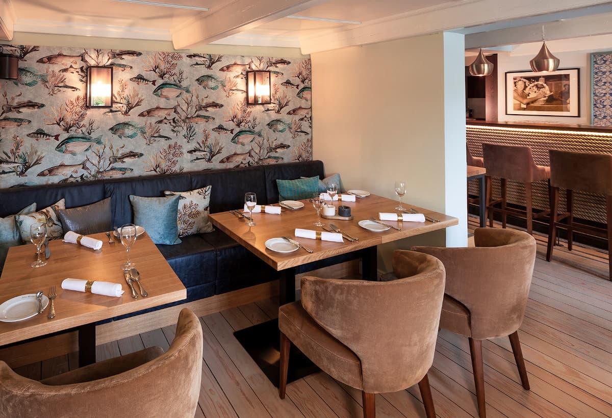 Außergewöhnliche Restaurant Innenarchitektur ergänzt kulinarische ...